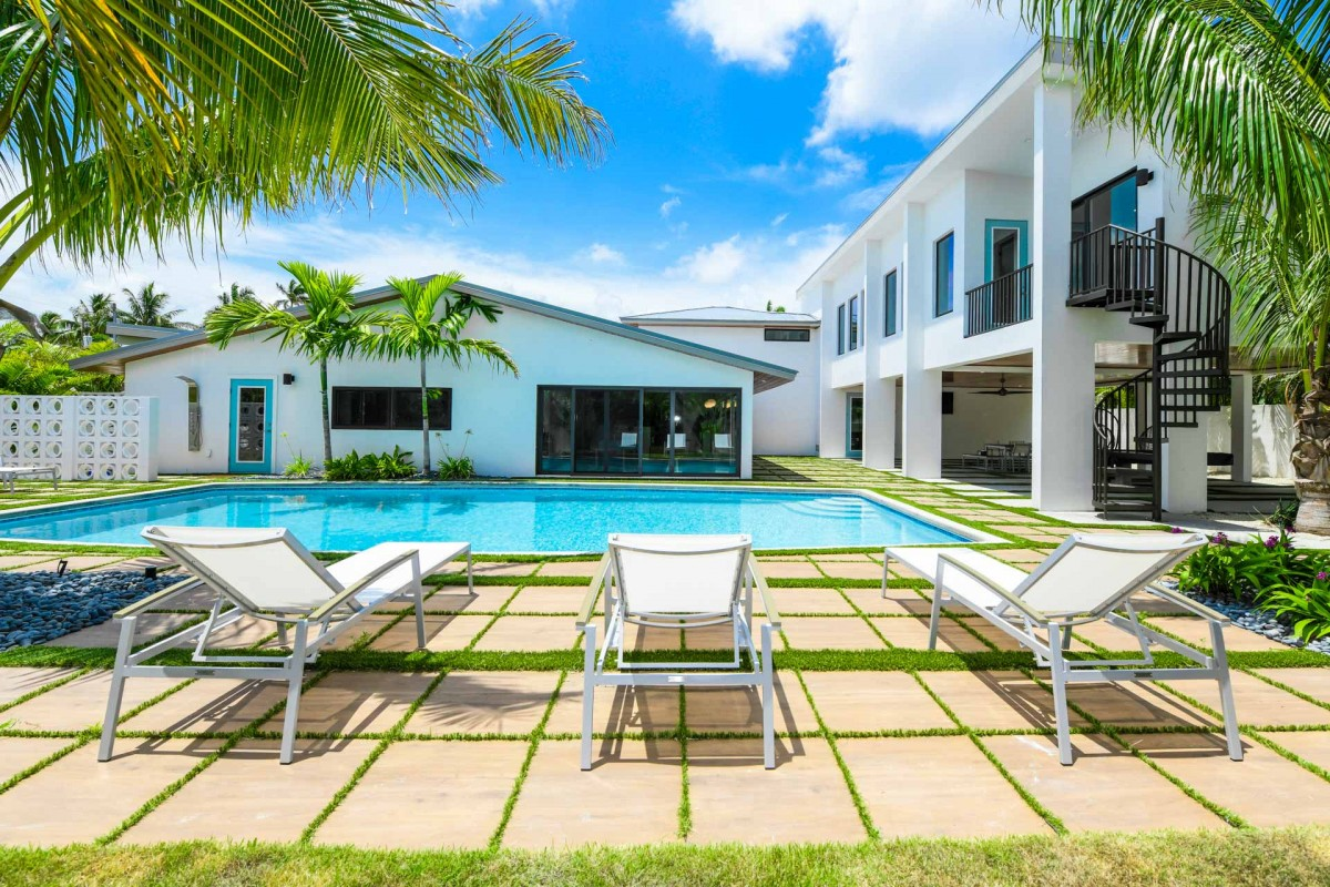 Image of the pool at Lido Key Retreat